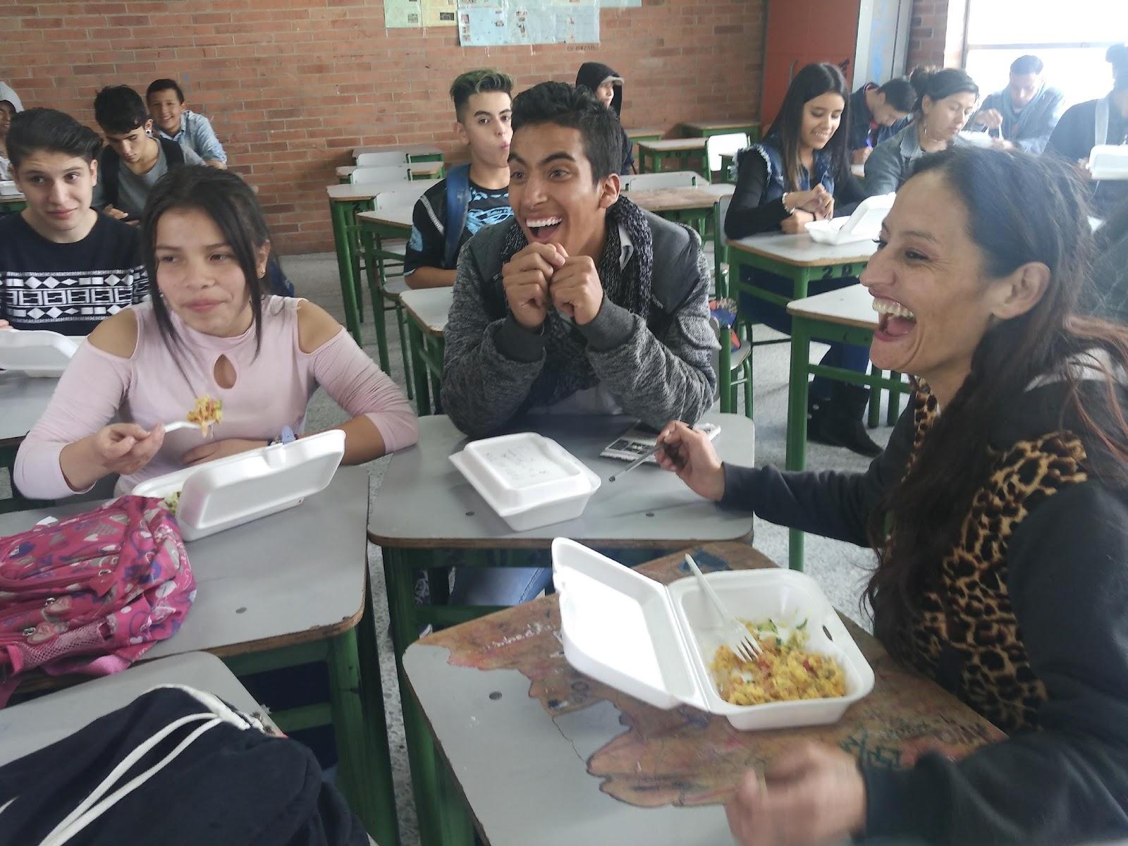 Receso académico para compartir con el grupo el almuerzo.